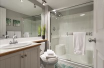 Whistler Vacation Rental Photos :: Nice Clean Bathroom