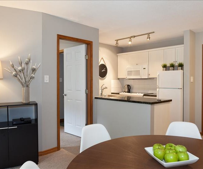 Whistler Vacation Rental Photos ::  Fully Equipped Kitchen & Dining Room