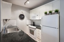 Whistler Vacation Rental Photos :: Fully Equipped Kitchen